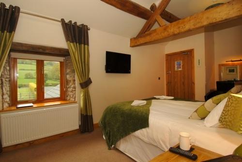 Bedroom 4 - Super kingsize double or twin room and en-suite with shower over bath