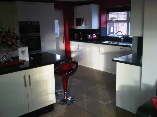 white shaker style kitchen with quartz worktops. lincolnshire
