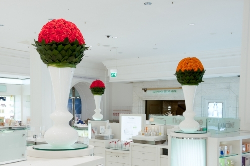 Infinite Roses for Virtual Merchandising (here: Harrods Cosmetics Hall)