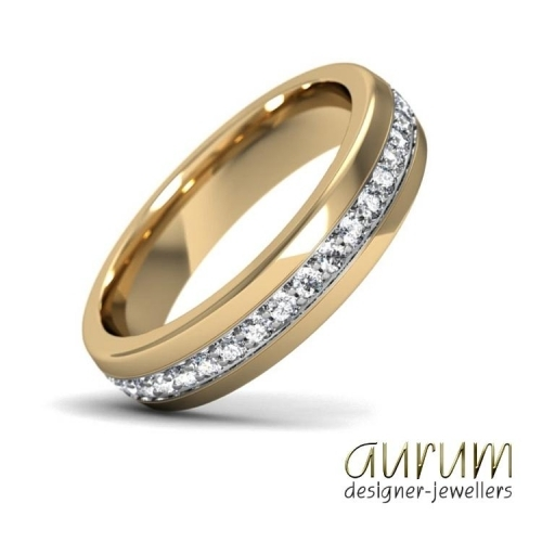 18ct gold and platinum wedding ring with pavé-set diamonds