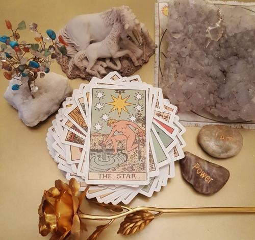 Tarot & Oracle Card Readings